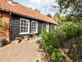 Courtyard Cottage, Poplar Farm Barn - Suffolk & Essex - 1001535 - thumbnail photo 19