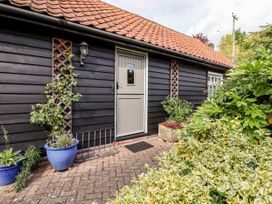 Courtyard Cottage, Poplar Farm Barn - Suffolk & Essex - 1001535 - thumbnail photo 21