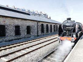 Olton Hall @ Engine Shed - Whitby & North Yorkshire - 1002244 - thumbnail photo 3
