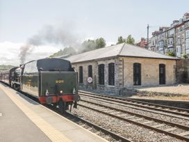 Evening Star @ Engine Shed - Whitby & North Yorkshire - 1002247 - thumbnail photo 2
