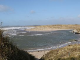 Flat 1 Bryn Colyn - Anglesey - 1002250 - thumbnail photo 22