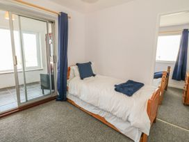 Flat 1 Bryn Colyn - Anglesey - 1002250 - thumbnail photo 12
