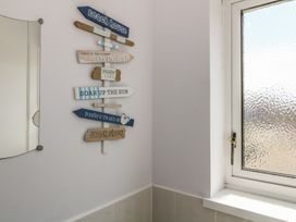 Flat 1 Bryn Colyn - Anglesey - 1002250 - thumbnail photo 17