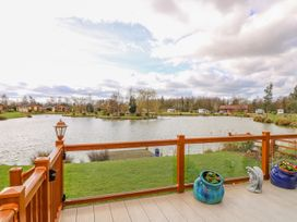 Lake View Lodge - Lincolnshire - 1002469 - thumbnail photo 18