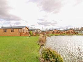 Lake View Lodge - Lincolnshire - 1002469 - thumbnail photo 22