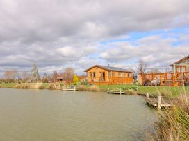 Lake View Lodge - Lincolnshire - 1002469 - thumbnail photo 16
