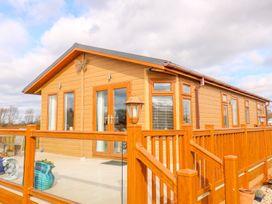 Lake View Lodge - Lincolnshire - 1002469 - thumbnail photo 2