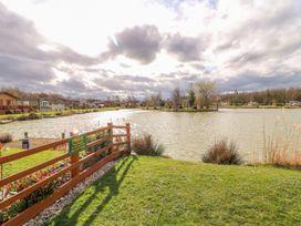 Lake View Lodge - Lincolnshire - 1002469 - thumbnail photo 21