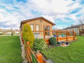 Lake View Lodge - Lincolnshire - 1002469 - thumbnail photo 1