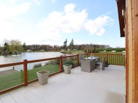 Lake View Lodge - Lincolnshire - 1002469 - thumbnail photo 19