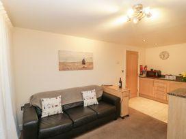 Apartment 7 - Dorset - 1002685 - thumbnail photo 2