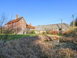 2 bedroom Cottage for rent in Newport Town