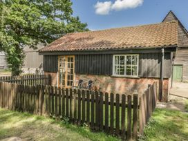 The Bull Pen - Suffolk & Essex - 1004887 - thumbnail photo 2
