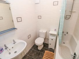 5 St. Marys Court - South Wales - 1004925 - thumbnail photo 10