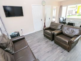 Valley Grove 8 - South Wales - 1004950 - thumbnail photo 2