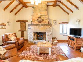 Woodland Lodge - Peak District - 1005401 - thumbnail photo 4