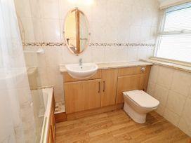 Bay View Apartment - North Wales - 1006438 - thumbnail photo 15