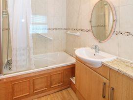 Bay View Apartment - North Wales - 1006438 - thumbnail photo 22
