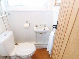 Bay View Apartment - North Wales - 1006438 - thumbnail photo 25