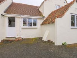 1 bedroom Cottage for rent in Barnham