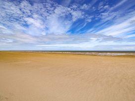Sandy Shores - Lincolnshire - 1006557 - thumbnail photo 39