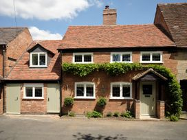 4 bedroom Cottage for rent in Warwick