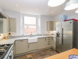 30 West Street - Somerset & Wiltshire - 1006817 - thumbnail photo 6
