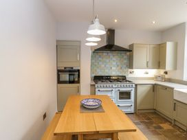 30 West Street - Somerset & Wiltshire - 1006817 - thumbnail photo 8