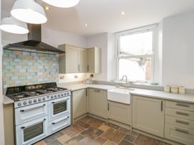 30 West Street - Somerset & Wiltshire - 1006817 - thumbnail photo 9