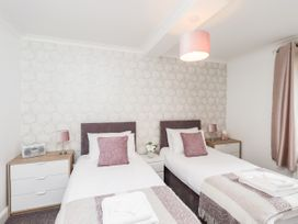Simply Suite - Scottish Lowlands - 1006970 - thumbnail photo 16