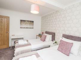 Simply Suite - Scottish Lowlands - 1006970 - thumbnail photo 17