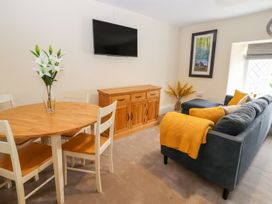 Blue Lion Apartment - North Wales - 1007038 - thumbnail photo 2