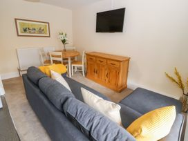 Blue Lion Apartment - North Wales - 1007038 - thumbnail photo 6