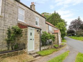 Pheasant Cottage - Whitby & North Yorkshire - 1007774 - thumbnail photo 2