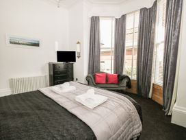 Esplanade Gardens, Apartment 1 - Whitby & North Yorkshire - 1008076 - thumbnail photo 11
