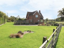 Ardsley Cottage - Longford Hall Farm Holiday Cottages - Peak District - 1008093 - thumbnail photo 27