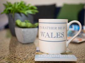Bryn Tirion - Penrhynside - North Wales - 1008745 - thumbnail photo 4