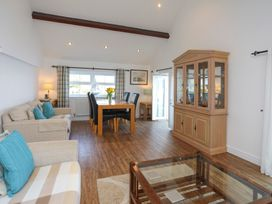 3 The Coach House - Penthouse Apartment - Anglesey - 1008782 - thumbnail photo 5