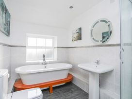 3 The Coach House - Penthouse Apartment - Anglesey - 1008782 - thumbnail photo 17