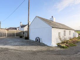 Farm Cottage - Anglesey - 1008823 - thumbnail photo 2