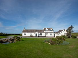 Gardd Llwarch - Anglesey - 1008834 - thumbnail photo 1