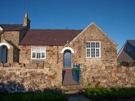 4 bedroom Cottage for rent in Brynsiencyn