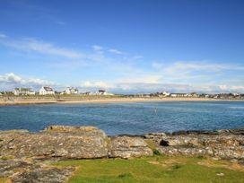 Pebbles - Anglesey - 1008953 - thumbnail photo 33