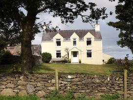 Pentreheulyn - Anglesey - 1008966 - thumbnail photo 1