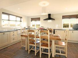 Beach House - Dryll-Y-Gro - Anglesey - 1009051 - thumbnail photo 8