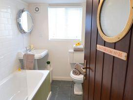 Beach House - Dryll-Y-Gro - Anglesey - 1009051 - thumbnail photo 17