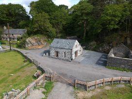 Tyn Llwyn Cornel - North Wales - 1009091 - thumbnail photo 1