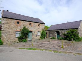 Vine Tree Barn - Anglesey - 1009100 - thumbnail photo 1