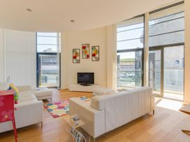 Westbay Penthouse - Dorset - 1009810 - thumbnail photo 4