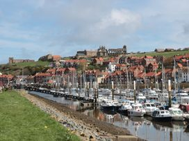 Rails End - Whitby & North Yorkshire - 1010075 - thumbnail photo 11